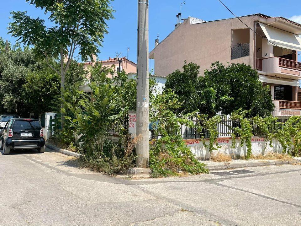 ΓΛΥΚΑ ΝΕΡΑ Φουρεσι : Γωνιακη παλια μονοκατοικια 60τμ σε οικοπεδο 263τμ Εντος Σχεδιου